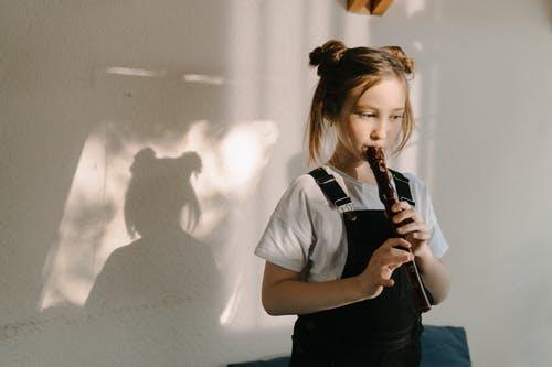 Apprendre la flûte avec des articles pour débutants et intermédiaires